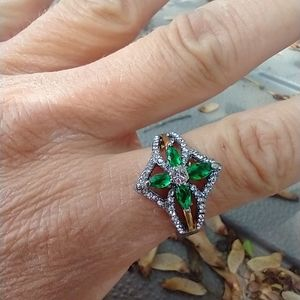 Women's two tone green stone ring size 10